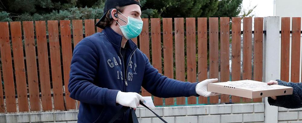 La 'primera línea' de esta pandemia no quiere tus aplausos. Sólo quiere que valores su trabajo