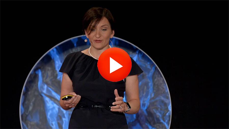 Charla TED: «La responsabilidad de la maternidad: crear recuerdos, no expectativas»