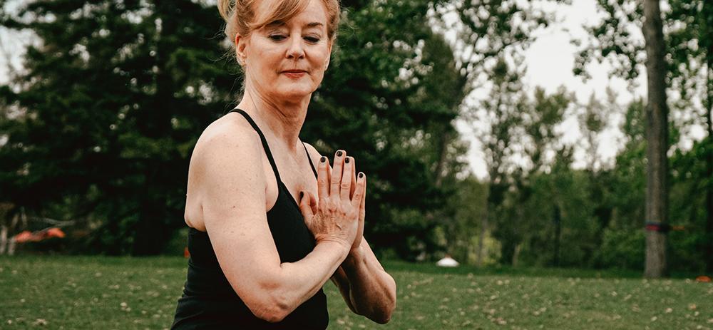 El ejercicio físico más adecuado para personas mayores durante el confinamiento