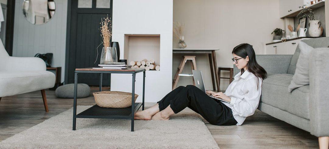 """El """"Presentismo"""" ahora es online. Pero estar siempre conectados al trabajo no genera más compromiso ni más productividad."""