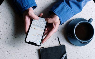 ¿Participas a diario en varios chats grupales? Esa avalancha de mensajes de texto podría estar subiendo tu nivel de estrés