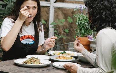 Los beneficios de comer despacio y 8 trucos para lograrlo